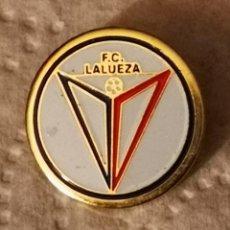Coleccionismo deportivo: PIN FUTBOL - HUESCA - LALUEZA - FC LALUEZA. Lote 220926208