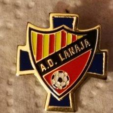 Coleccionismo deportivo: PIN FUTBOL - HUESCA - LANAJA - AD LANAJA. Lote 220926922