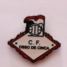 Collezionismo sportivo: PIN FUTBOL - HUESCA - OSSO DE CINCA - CF OSSO DE CINCA. Lote 221010433