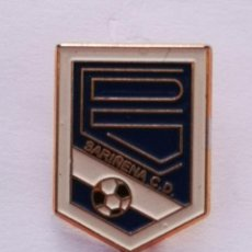 Collezionismo sportivo: PIN FUTBOL - HUESCA - SARIÑENA - CD SARIÑENA. Lote 221011552