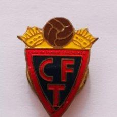 Collezionismo sportivo: PIN FUTBOL - HUESCA - TARDIENTA - CF TARDIENTA - SOLAPA. Lote 221012073