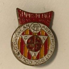 Colecionismo desportivo: PIN INSIGNIA BODAS ORO COLEGIO CATALAN ARBITROS FUTBOL 1915-1965. Lote 221156626