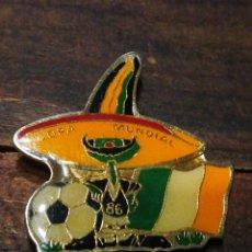 Coleccionismo deportivo: PIN COPA MUNDIAL FUTBOL MÉXICO 86- SELECCIÓN IRLANDA, FIFA LTD EDITION.. Lote 221397572