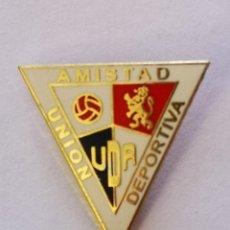 Colecionismo desportivo: PIN FUTBOL - ZARAGOZA - UD AMISTAD. Lote 221480058