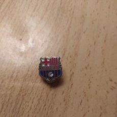 Colecionismo desportivo: PIN FÚTBOL INSIGNIA ANTIGUA CF BARCELONA. Lote 221507130