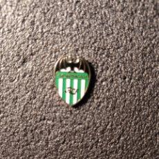 Coleccionismo deportivo: PIN BROKEMBOROS C.F. - FUENLABRADA (MADRID). Lote 221843300