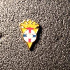 Coleccionismo deportivo: PIN A.P. TRIVAL - ALCORCÓN (MADRID). Lote 221845970