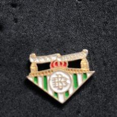 Colecionismo desportivo: PIN REAL BETIS - PEÑA BETICA SAN BERNARDO. Lote 221967028