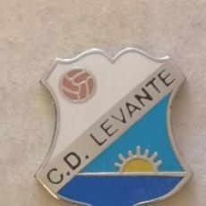 Coleccionismo deportivo: PIN FUTBOL - ZARAGOZA - CD LEVANTE. Lote 221983836