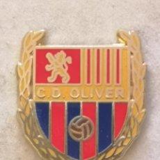 Coleccionismo deportivo: PIN FUTBOL - ZARAGOZA - CD OLIVER. Lote 221984047