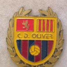 Coleccionismo deportivo: PIN FUTBOL - ZARAGOZA - CD OLIVER. Lote 221984053