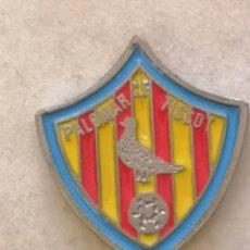 Coleccionismo deportivo: PIN FUTBOL - ZARAGOZA - CF PALOMAR TISSOT. Lote 221984235