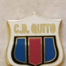 Coleccionismo deportivo: PIN FUTBOL - ZARAGOZA - CD QUITO. Lote 221985170