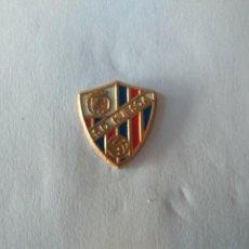 Coleccionismo deportivo: PIN FUTBOL- S.D. HUESCA. Lote 221999595