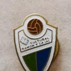 Coleccionismo deportivo: PIN FUTBOL - ZARAGOZA - CULTURAL RAMON Y CAJAL - SOLAPA. Lote 222098601