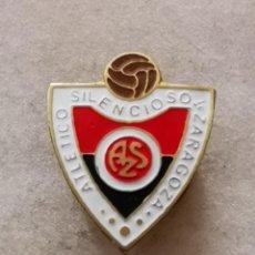 Coleccionismo deportivo: PIN FUTBOL - ZARAGOZA - ATLETICO SILENCIOSO - SOLAPA. Lote 222098697