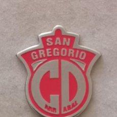 Coleccionismo deportivo: PIN FUTBOL - ZARAGOZA - CD SAN GREGORIO ARRABAL. Lote 222099277