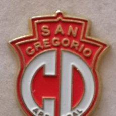 Coleccionismo deportivo: PIN FUTBOL - ZARAGOZA - CD SAN GREGORIO ARRABAL. Lote 222099298