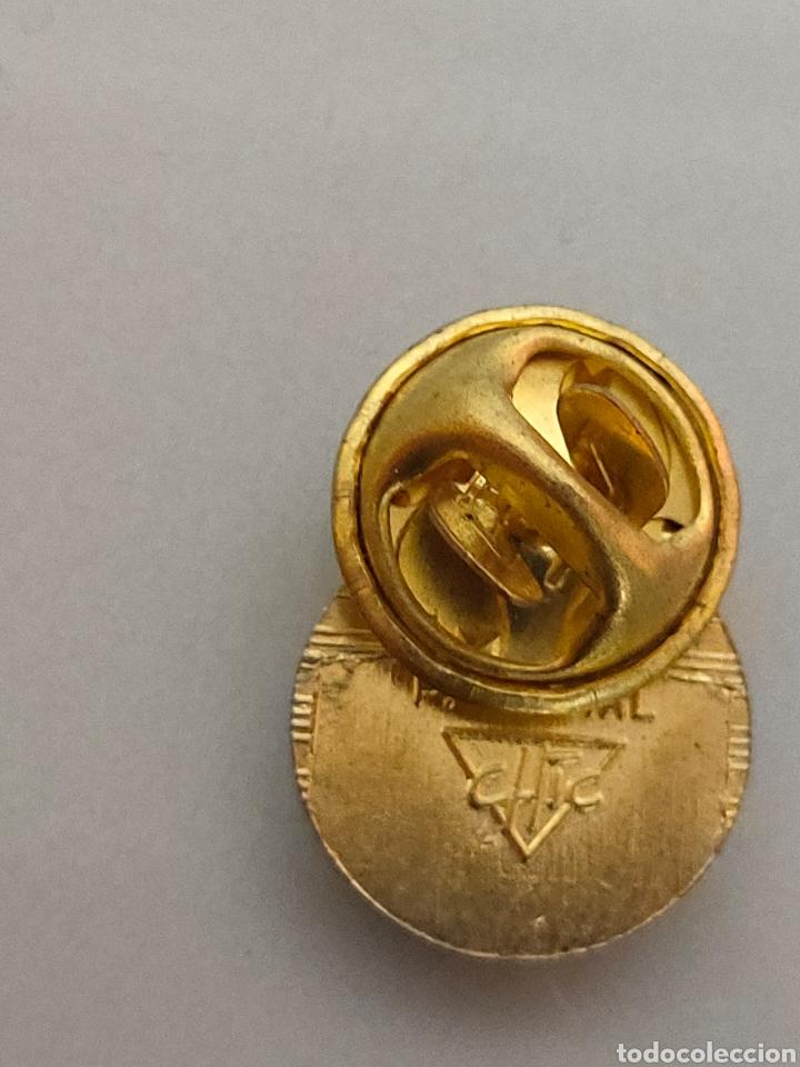 Coleccionismo deportivo: ANTIGUO PIN OFICIAL R.C DEPORTIVO ESPAÑOL CON Ñ - Foto 3 - 222120758