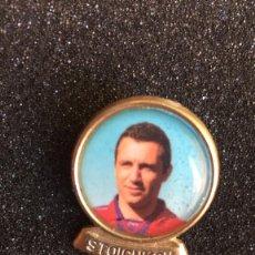 Coleccionismo deportivo: PIN DE LINEVA F.C.BARCELONA - JUGADOR STOICHKOY. Lote 222125786