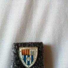 Coleccionismo deportivo: PIN EQUIPO DE FÚTBOL AT COSTA BRAVA-BADIA DEL VALLÈS. Lote 222662673