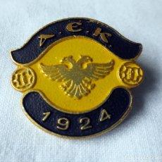 Coleccionismo deportivo: ALFILER DEL FUTBOL CLUB DE ATENAS A.E.K 1924. Lote 224036250