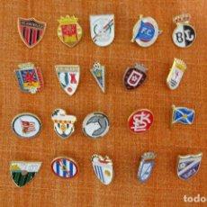 Coleccionismo deportivo: 20 PINS DE FÚTBOL. Lote 224284025