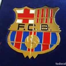 Coleccionismo deportivo: FC BARCELONA ESCUDO OFICIAL BARÇA FORMADO POR 8 PINS, BAÑADO EN ORO 24 K. Lote 225383056