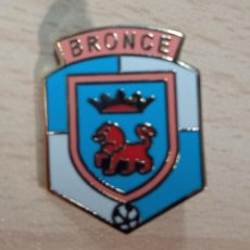 Collectionnisme sportif: PIN PINS FUTBOL LOS DEL BRONCE C. D. (NAVARRA). Lote 226984775