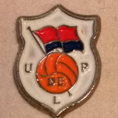 Collezionismo sportivo: PIN FUTBOL - ASTURIAS - LANGREO - U.P. LANGREO. Lote 227843760