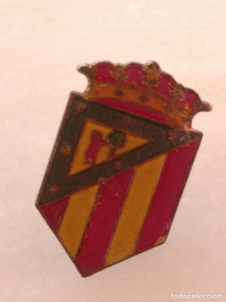 ANTIGUO PIN DE FÚTBOL DEL ATLÉTICO MADRID AÑOS 50 (Coleccionismo Deportivo - Pins de Deportes - Fútbol)