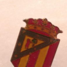 Coleccionismo deportivo: ANTIGUO PIN DE FÚTBOL DEL ATLÉTICO MADRID AÑOS 50. Lote 228173250