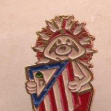 Coleccionismo deportivo: ANTIGUO PIN DE FÚTBOL DEL ATLÉTICO MADRID. Lote 228173620