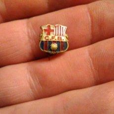 Coleccionismo deportivo: ANTIGUA INSIGNIA FÚTBOL CF BARCELONA. Lote 229228500