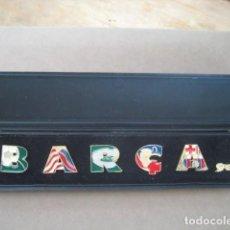 Coleccionismo deportivo: ANTIGUO ESTUCHE 5 PINS FUTBOL CLUB BARCELONA. BARÇA. Lote 229379570