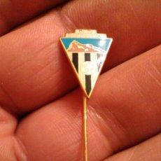 Coleccionismo deportivo: INSIGNIA FÚTBOL CD CAMPOAMOR (ANDALUCIA). Lote 230261040