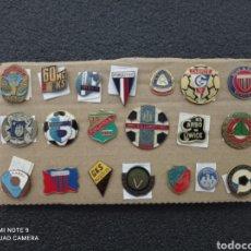 Coleccionismo deportivo: LOTE DE 20 INSIGNIAS DE POLONIA. Lote 232395780