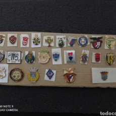 Coleccionismo deportivo: LOTE DE 27 INSIGNIAS DE PORTUGAL. Lote 232529505