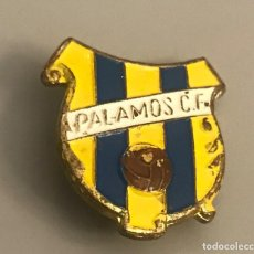 Coleccionismo deportivo: ANTIGUA INSIGNIA SOLAPA HISTÓRICO CLUB DE FUTBOL PALAMÓS. Lote 233008560
