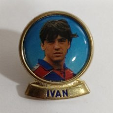 Coleccionismo deportivo: PIN FC BARCELONA IVAN DREAM TEAM 94/95. Lote 233866465