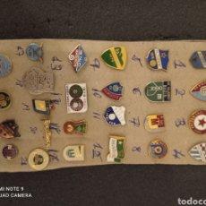 Coleccionismo deportivo: LOTE DE 25 INSIGNIAS DE YUGOSLAVIA. Lote 235387120