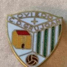 Colecionismo desportivo: PIN FUTBOL - ASTURIAS - OVIEDO - CD GRUJOAN - ALFILER. Lote 235407730