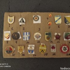 Coleccionismo deportivo: LOTE DE 20 INSIGNIAS EXTRANJERAS VARIAS. Lote 235611270