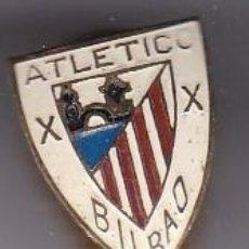 Coleccionismo deportivo: ANTIGUA INSIGNIA DE OJAL DEL CLUB DE FUTBOL ATLETICO DE BILBAO (FOOTBALL). Lote 236176615