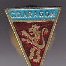 Coleccionismo deportivo: ANTIGUA INSIGNIA DE OJAL DEL CLUB DE FUTBOL ARAGON (FOOTBALL). Lote 236177210