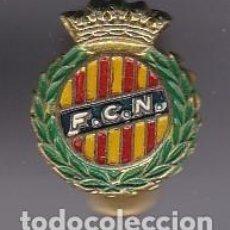 Coleccionismo deportivo: ANTIGUA INSIGNIA DE OJAL DEL CLUB DE FUTBOL NASTIC DE TARRAGONA (FOOTBALL). Lote 236177665