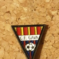 Coleccionismo deportivo: PIN FÚTBOL C.F. GAVÁ (BARCELONA) (COMPLETO). Lote 236237400