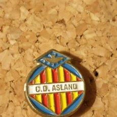 Coleccionismo deportivo: PIN FÚTBOL C.D ASLAND (VILLALUENGA DE LA SAGRA, TOLEDO) (COMPLETO). Lote 236238275