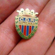 Coleccionismo deportivo: INSIGNIA SOLAPA FÚTBOL CDR OLIETE. Lote 236241855