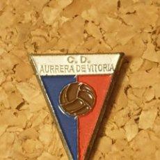 Coleccionismo deportivo: PIN FÚTBOL C.D AURRERÁ DE VITORIA (COMPLETO). Lote 236261435